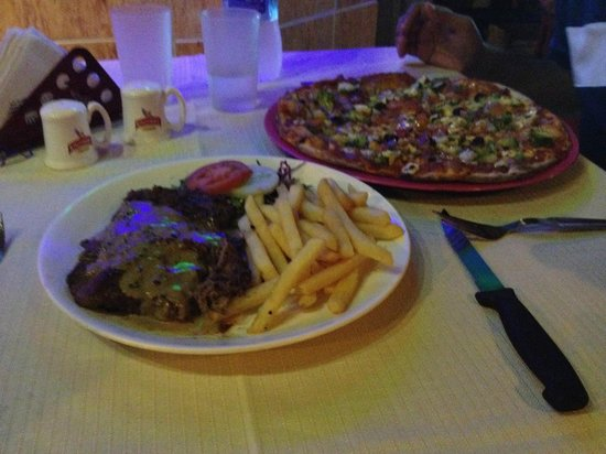 Le Club: Steak with fries and pizza