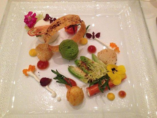 Restaurant Villers: ホタテの前菜、ルッコラのソルベ、アボカドなどアートです。