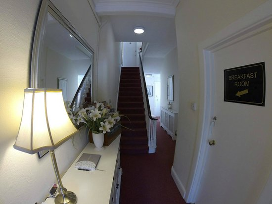 St. Johns Guest House: Entrance hall