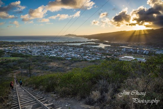 Koko Crater Trail: Godrays are visible during sunset
