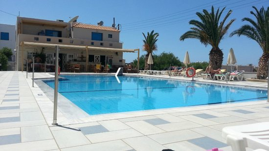 Venus Mare Apartments: Pool and Restaurant view