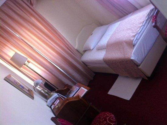 Vier Jahreszeiten Hotel: 部屋