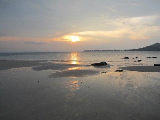 Sibu Island Resort: Sunset at Beach No. 1