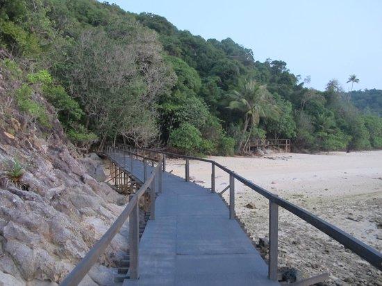 Sibu Island Resort: Route to Beach No. 4