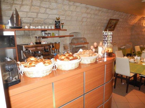 Opera Deauville Hotel : Breakfast