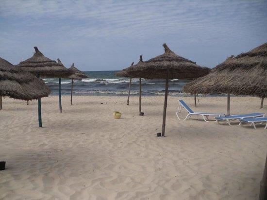 Ramada Liberty Resort Hotel : Strand morgens um 6:00 Uhr