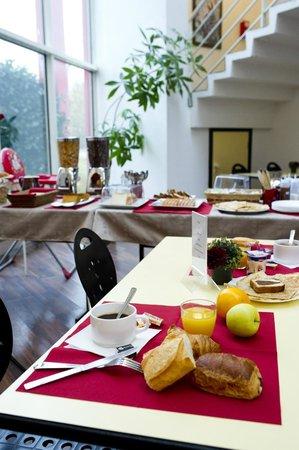 Salle petit déjeuner CERISE Auxerre