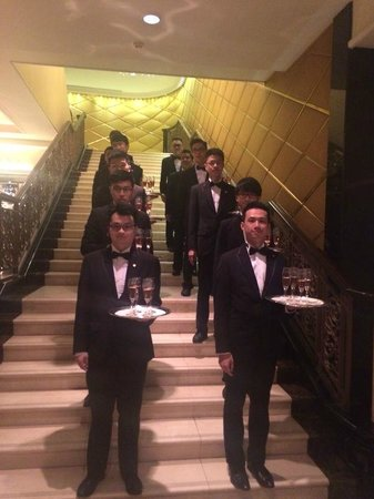The Langham, Hong Kong : more butlers
