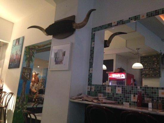Bobos Burgers Restaurant: inside