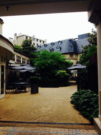 Renaissance Paris Le Parc Trocadero Hotel: Garden