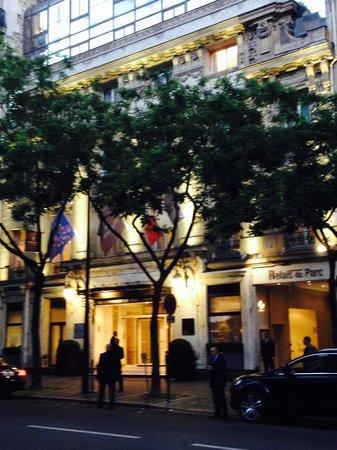 Renaissance Paris Le Parc Trocadero Hotel : Outside