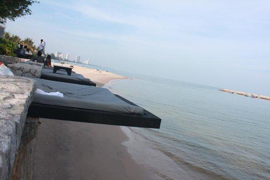 Cher Resort: วิวชายหาด