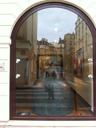 Welcome Hotel: galleries on Rue de Seine