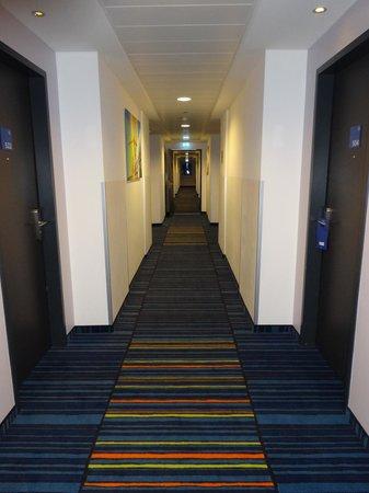 Holiday Inn Express Bremen Airport: Коридор 5-го этажа