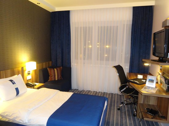 Holiday Inn Express Bremen Airport: Вечер в номере