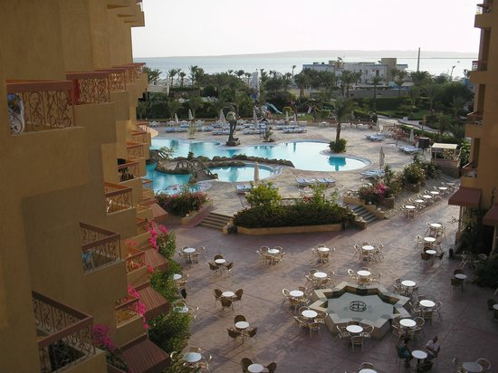 Hurghada SeaGull Beach Resort : вид на бассейн и море
