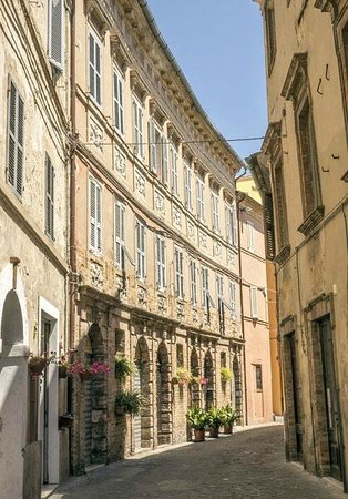 Gallery Hotel Recanati: Via Falleroni