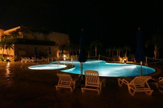 Grandvrio Resort Ishigakijima Grandvrio Garden: プール夜景