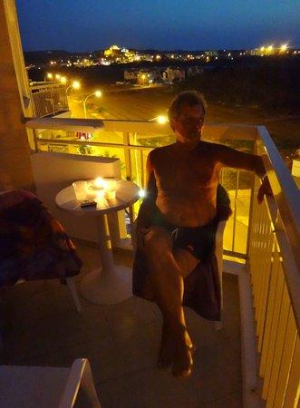 SunConnect Protaras Beach - Rising Star Hotel: Aften på altanen