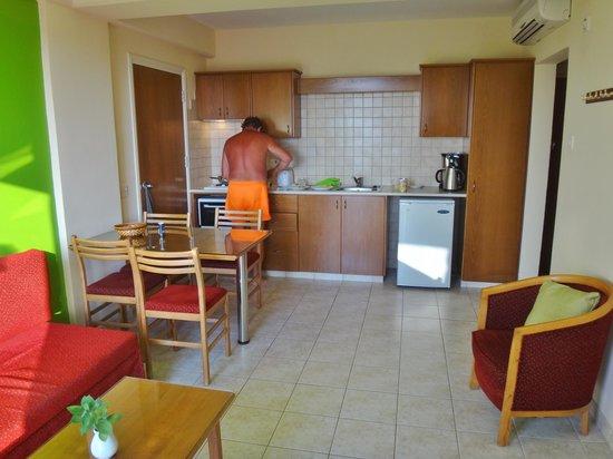 SunConnect Protaras Beach - Rising Star Hotel: OK køkken til småretter