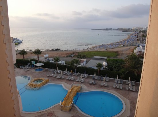 SunConnect Protaras Beach - Rising Star Hotel: udsigt over poolområdet