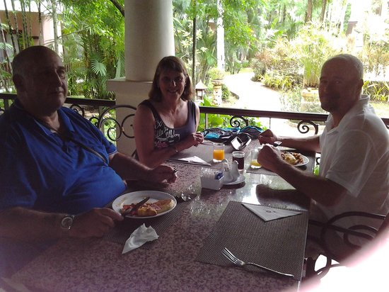 Duangjitt Resort & Spa: at breakfast