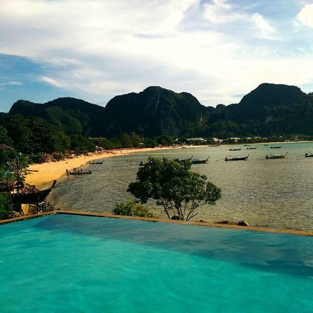 Phi Phi ViewPoint Resort : Infinity Pool small and really great view