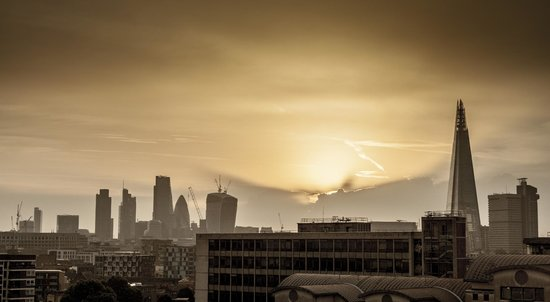 H10 London Waterloo : Dawn over the city