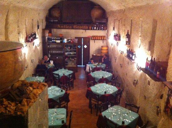 Taverna L'antica Grotta: sala interna