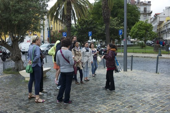 Lisbon Chill-Out Free Tour : and she talks, talks, talks