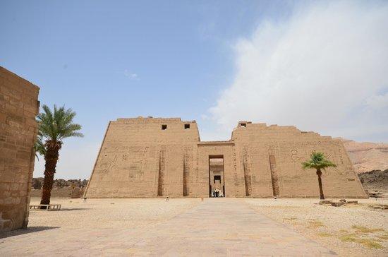 Temple of Medinat Habu: entree temple