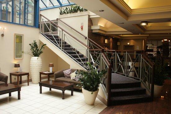 Gardens Hotel: Холл