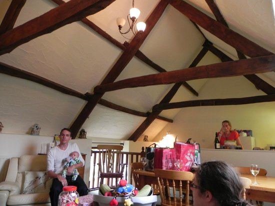 Country Ways Holiday Cottages: Cuckoo's Nest living area