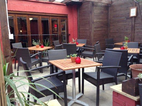 The Saddle Inn: outside terrace