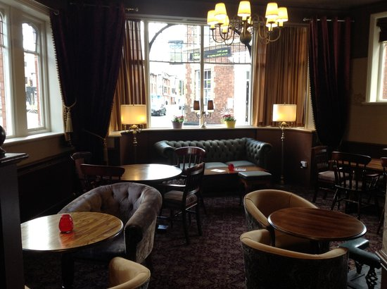 The Saddle Inn: lounge