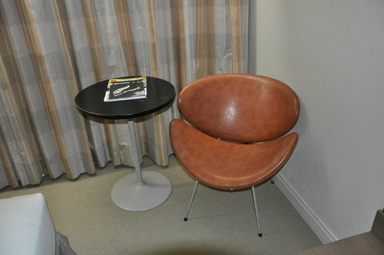 Mercure Resort Queenstown: 70's fake leather chair. Would do great in a vintage store.