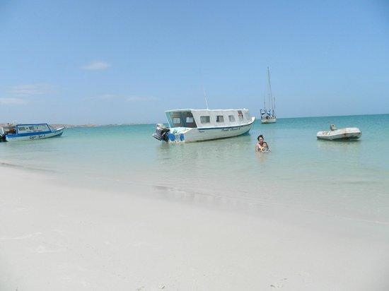 Punta Blanca Hotel: el agua de la playa es calida