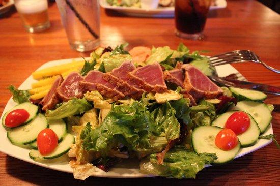 Commodore Waterfront Restaurant: Salade de thon mi-cuit