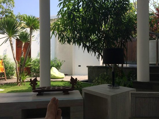 delMango Villa Estate: In the outside living room