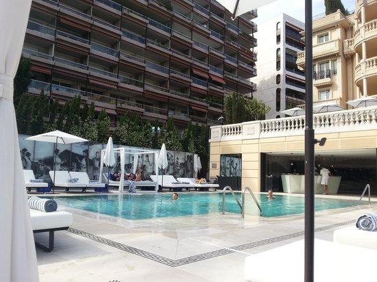 Hotel Metropole Monte-Carlo: бассейн небольшой, но глубокий