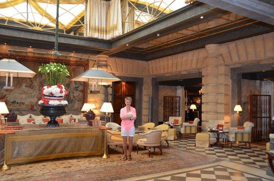 Hotel Metropole Monte-Carlo: холл гостиницы