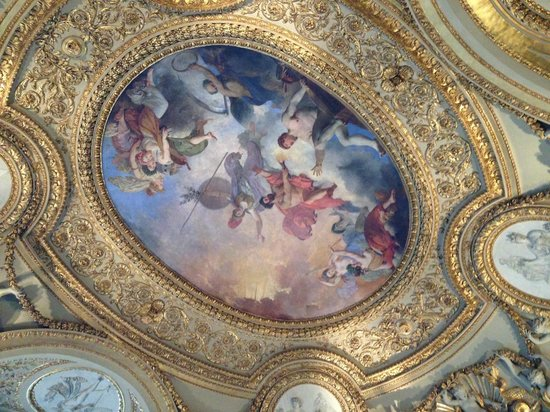 Louvre Museum: 天井に