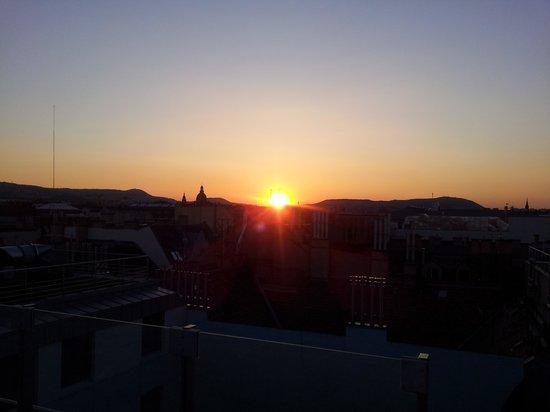 Continental Hotel Budapest : Solnedgang på taket.