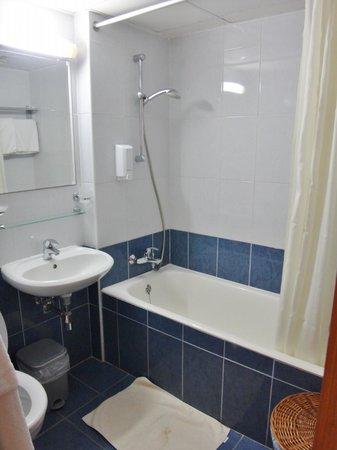 SunConnect Protaras Beach - Golden Star Hotel : Nydeligt badeværelse