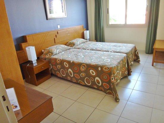 SunConnect Protaras Beach - Golden Star Hotel : Dejligt soveværelse med gode senge