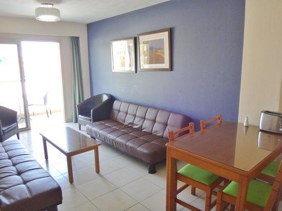 SunConnect Protaras Beach - Golden Star Hotel : Gode møbler