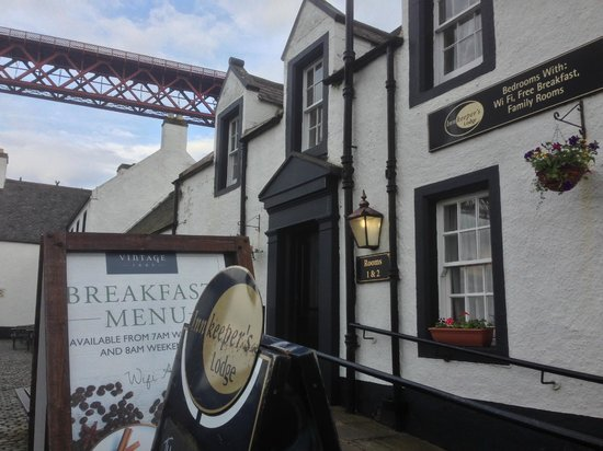 Hawes Inn Restaurant: Lovely rooms, harbourly scene