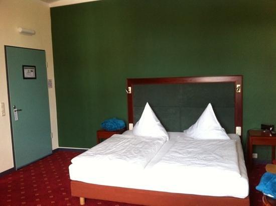 Hotel Hansa-haus: Juni 2014: DZ mit seitl. Meerblick, 2. OG, Zimmer