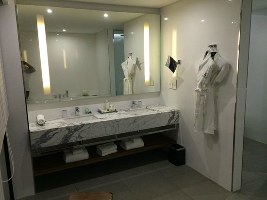 Ramee Grand Hotel & Spa : Twin Wash Basins - Him and Her