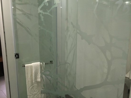 Ramee Grand Hotel & Spa : Shower